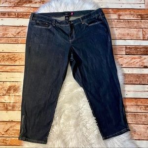 Women's Torrid Crop Ankle Zipper Jeans Size 24
